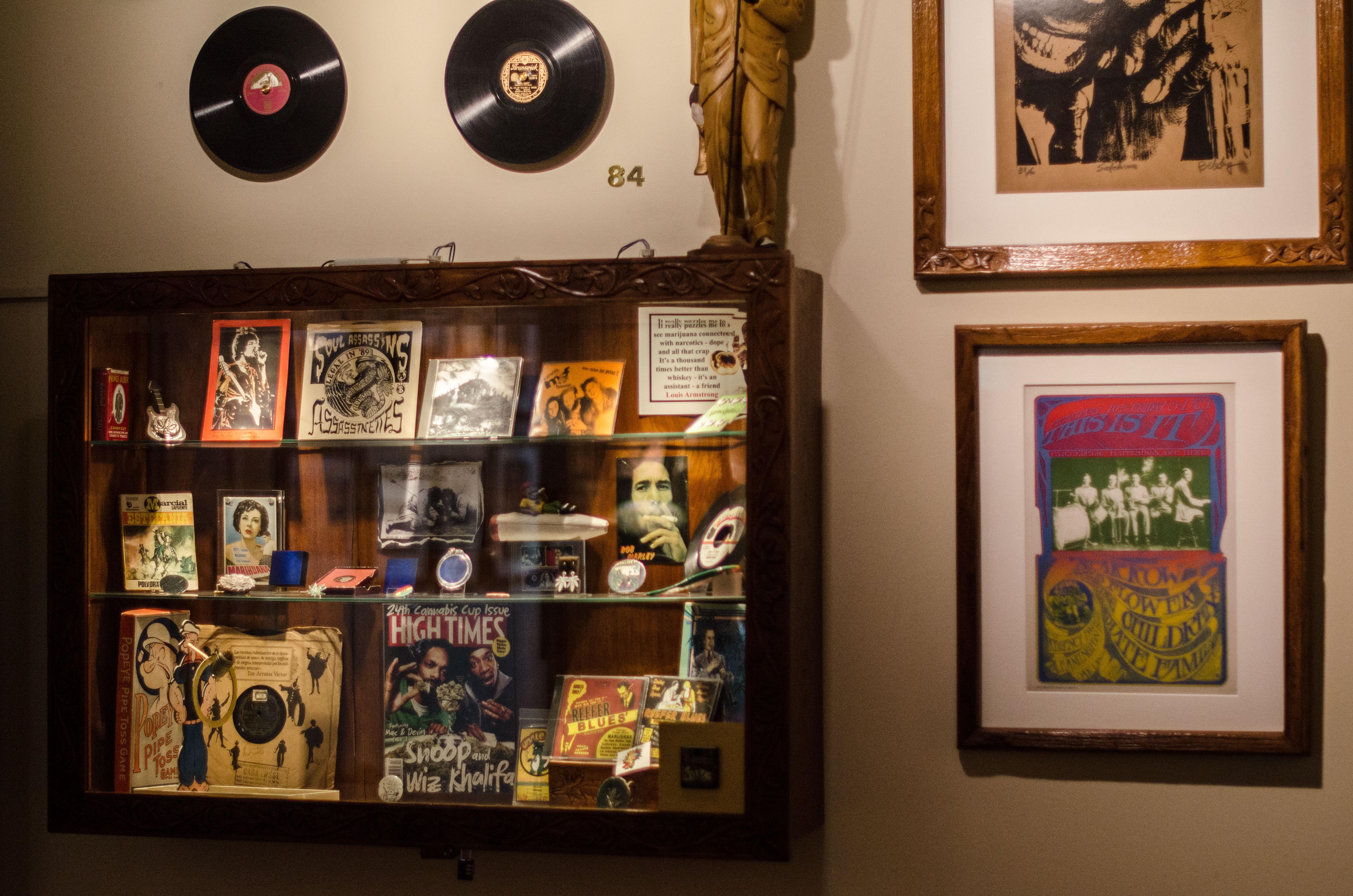 Une salle du musée est dédiée à la musique : des chansons de 2Pac et de Bob Marley y sont jouées en boucle.